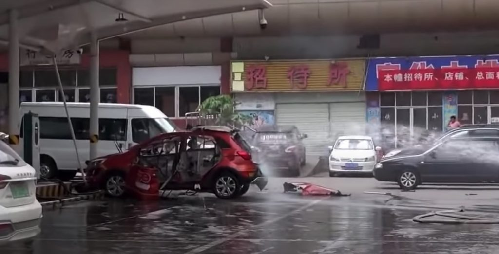 Carro eléctrico explode